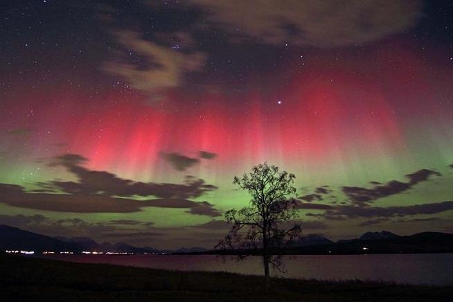 الشفق القطبي آية من آيات الله في الكون 3128e9805d1a441914341d2bb706c98f.
