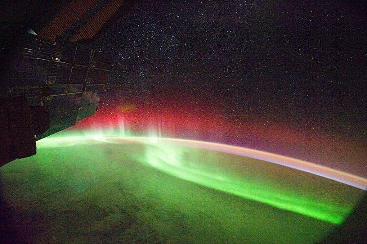 الشفق القطبي آية من آيات الله في الكون 61a82f14bd7043597162bc4c7a86ab9e.