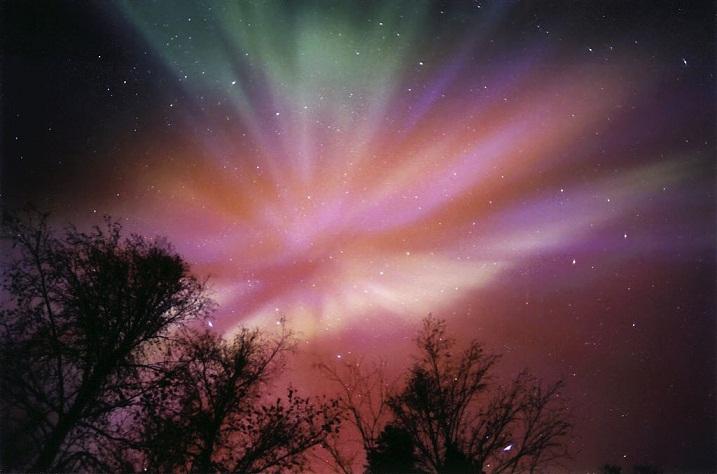 الشفق القطبي آية من آيات الله في الكون 9f27a8654cc1b693e25c6466afcf5a67.